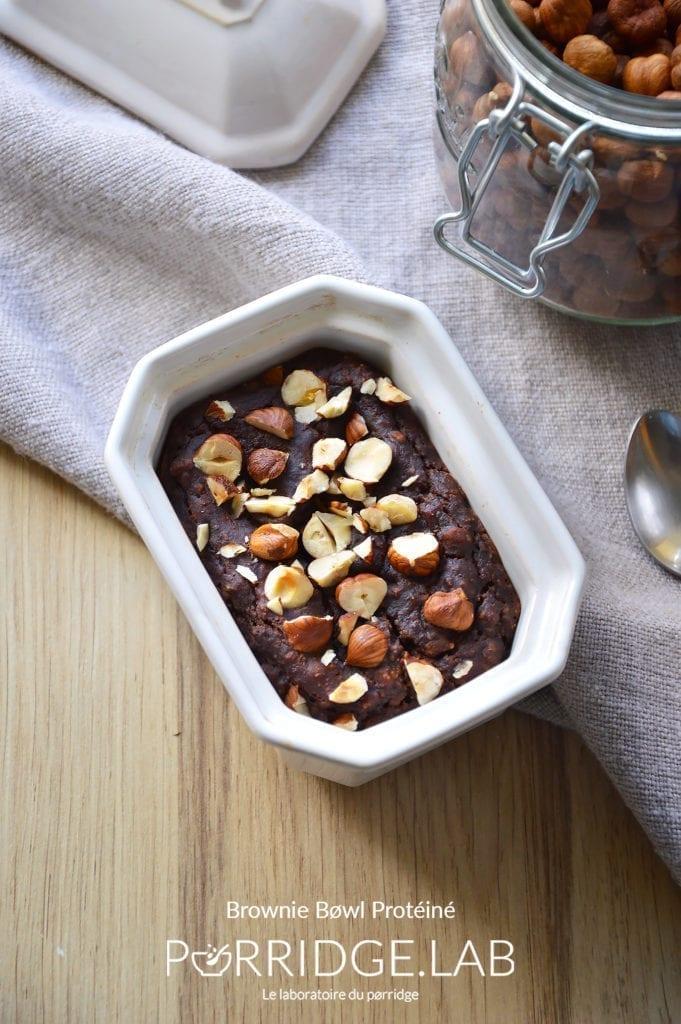 Brownie Bowl Protéiné – Porridge au four façon moelleux cacao-noisettes