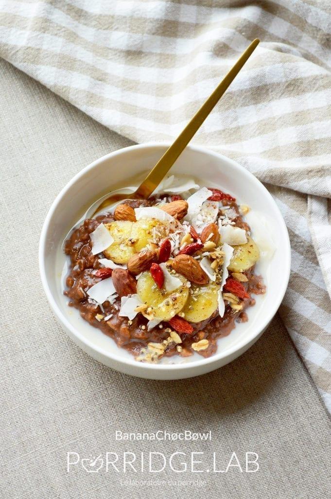 BananaChøc Bøwl – Porridge cacao banane caramélisée