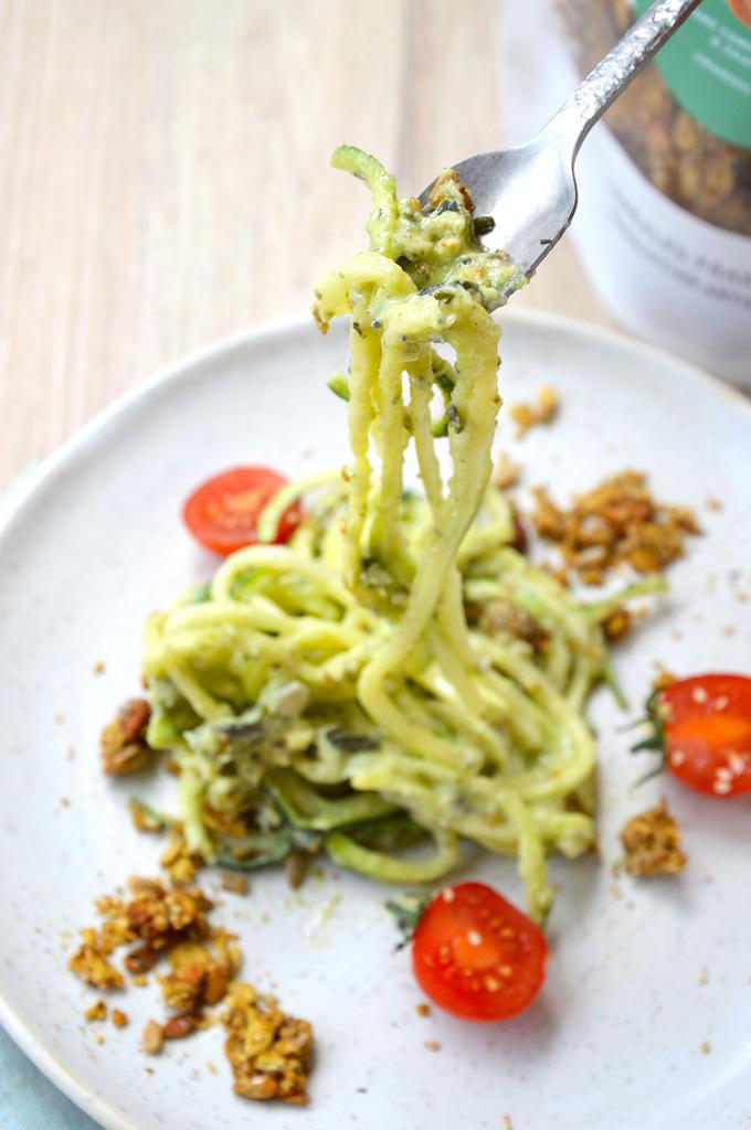 Spaghetti de courgette sauce avocat